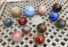 Interesting collection of  mineral spheres - 5 to 7.8 cm - 4.85 kg (13)