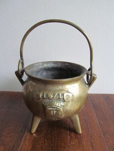 Bronze cooking pot dated 1671