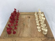 Ivory chess set, partly coloured red, India, ca.1900