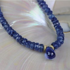 Necklace made of sapphires with sapphire briolette 86 ct with clasp made of 14 kt yellow gold - 47 cm - no reserve price