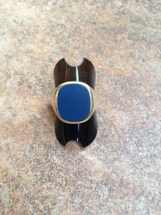 Heavy 14 karat gold signet ring set with blue agate, sturdy model