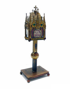 Reliquary urn with gold metal structure decorated with gemstones - neogothic style - late 19th century