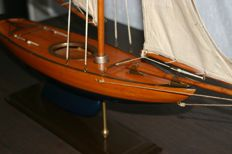 Yacht model - Bluebell M. Y. C - American competition yacht