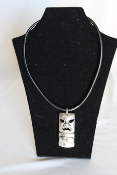 Ottaviani mask-shaped pendant, 925 silver with leather choker