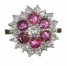 Cocktail ring set with rubies 1.80 ct and diamond's 1.00 ct -18 K Gold - 5,8 g - ring size M