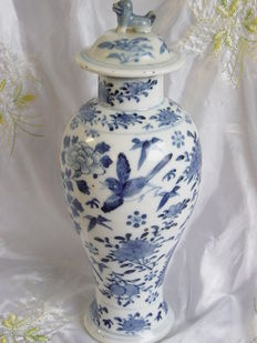 An export porcelain vase – China – 19th century