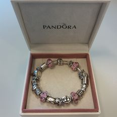 Full Pandora bracelet with 20 charms – ***no reserve!***