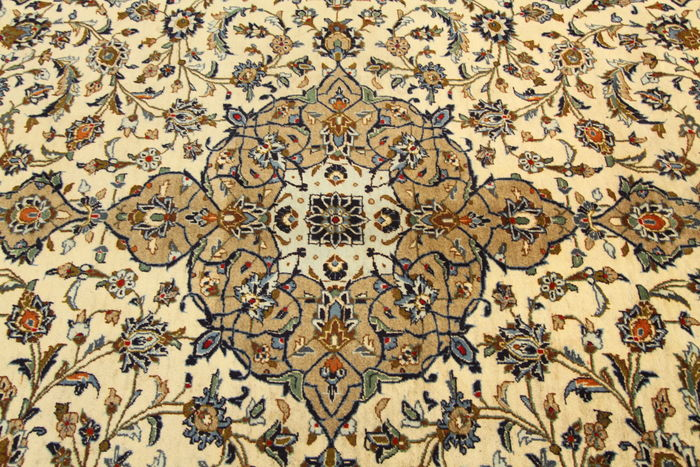 Fine Persian carpet – Kashan –3.76 x 2.47 cream hand-knotted high-quality new wool Oriental carpet TOP CONDITION