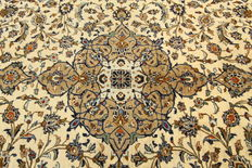 Fine Persian carpet Kashan 3.76 x 2.47 cream handwoven high quality new wool Oriental carpet TOP CONDITION