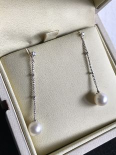 Comete Gioielli - White gold earrings with 0.30 ct diamonds and fresh water cultured pearls.