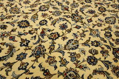 Fine Persian carpet Kashan 4.07 x 2.87 cream, handwoven in Iran, high quality new wool, great condition, oriental carpet
