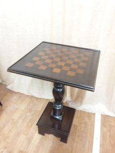 Solid walnut chess table - Italy - XX century