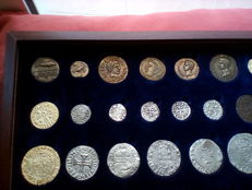Portugal – Case with 40 replicas of the history of coins in the Portuguese territory – 2004 – Lisbon