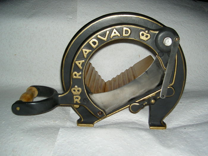 Raadvad - Cutter / Bread Slicer  no. 294, black.