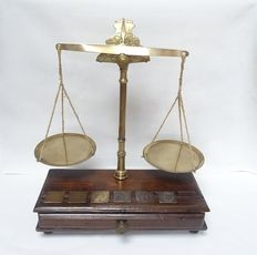 Coin scales with weights of brass - Netherlands - 19th century