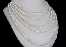Cultivated pearl necklace with 378 pearls 5.9 - 6.4mm in diameter from South East Asia