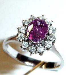 A ring in 14 kt / 585 white gold with 0.36 ct of brilliant-cut diamonds and an approx. 1 ct ruby