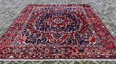 Hand-knotted Persian Rug – Bakhtiari, 286 x 338 cm – Iran – around 1990.