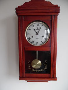Regulator in red wood, end 20th century