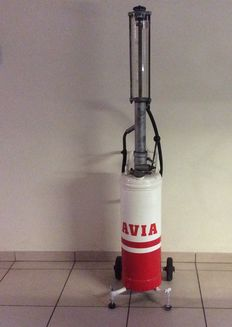Vintage AVIA 2 liter Fuel/oil mixture gauge glass pump