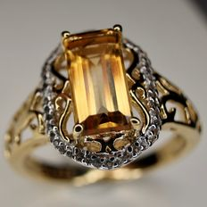 Vintage ring with natural beautifull bright Citrin approx. 12 x6mm. Excellent state.