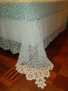 Bobbin lace double blanket, first half of the last century