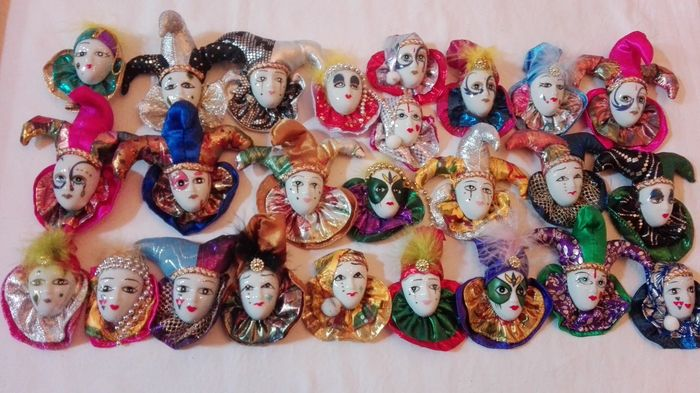 Lot of 25 porcelain masks with costumes. And magnets on the back