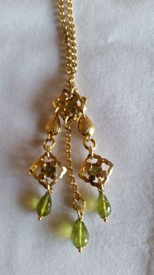 Necklace in 18 kt gold with pendants in gold and green stones - 42 cm