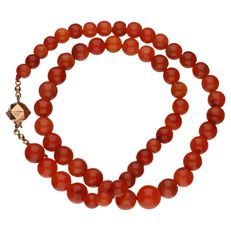 Orange agate necklace with a 14 kt yellow gold clasp – Length: 45 cm