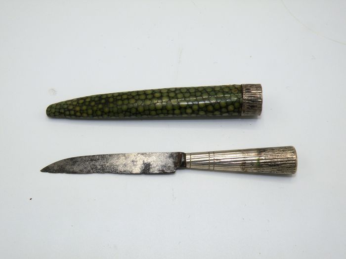 18th century travel knife in shagreen sheath with silver mount