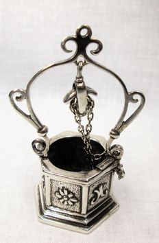 Silver miniature - Well
