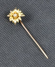 Lapel pin with edelweiss flower and zircons, from late 20th century.