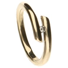 Yellow gold ring set with one  brilliant cut diamond.  Inner size: 18 mm.