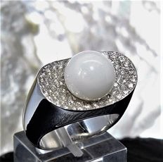 Natural, not cultivated Ø 10.4-10.5 mm oval clam pearl mounted on a white gold ring with diamonds 0.76 ct