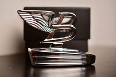 "Bentley ""Flying B"" car emblem in its original box - 9.5 cm"