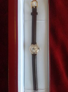 Tissot, yellow gold, 18 kt. Mechanical with leather, anti-allergic strap.