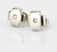 White gold cross-shaped earrings with inlays of brilliant cut diamonds totalling 0.15 ct.