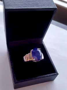 Silver ring with 8.65 ct centre sapphire