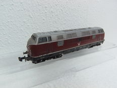 Arnold N - 2022 - Diesel locomotive Series BR221 of the DB, with simplex couplings