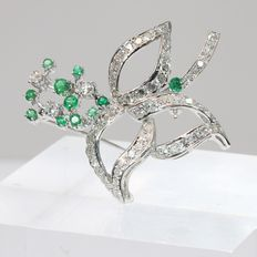 Vintage white gold flower brooch with diamonds and emeralds