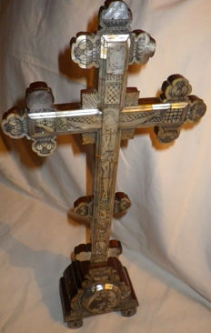 Mothrerpearl Jerusalem  Cross - olive wood covered by motherpearl - Late of XIX Century - Early XX century