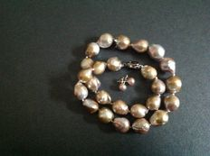 Beige/Gold Chinese Kasumi pearl necklace and matching ear studs.