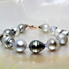 9-10 mm Tahiti Pearl Bracelet with Fine Faceted Tanzanite Stones of 3 mm.