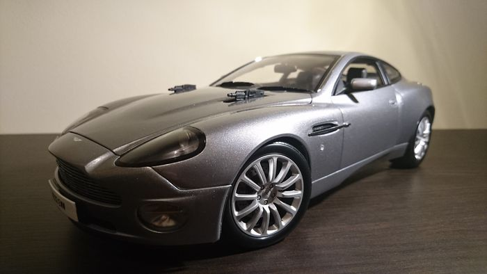 kyosho scale 1 12 aston martin vanquish v12 007 die. Black Bedroom Furniture Sets. Home Design Ideas