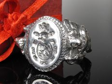 A men's honour ring / signet ring with knight
