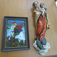 Two religious objects - Icon - reverse glass painting - signed - George and the Dragon and wall statue Mary with Child