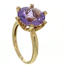 Chimento – Rose gold ring with amethyst and diamond.