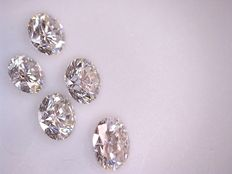 Lot with five brilliant cut diamonds of 0.12 ct each and 0.62 ct in total, G (clear white), VS (high clarity)