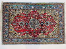 Wonderfully beautiful Persian carpet Qom Iran 157 x 106 cm, end of the 20th  century. In good condition, fine weave, from 1,- €