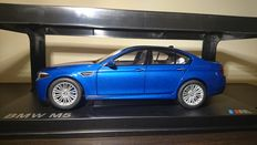 Paragon - Scale 1/18 BMW M5 F10 2012 - Monte Carlo Blue